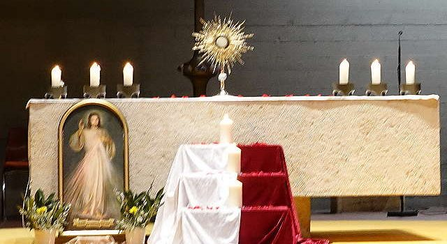 Foto: Gestaltete Anbetung jeden Herz-Jesu-Freitag